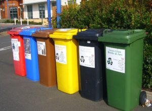 recycling-bins-373156_1920
